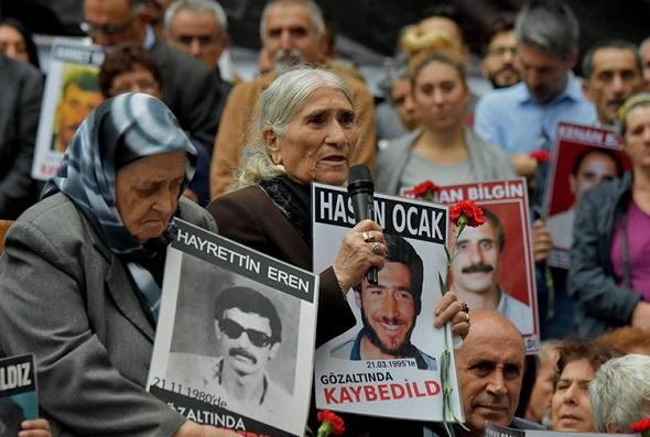 AKP'DEN CUMARTESİ ANNELERİ'NE YASAK GELDİ