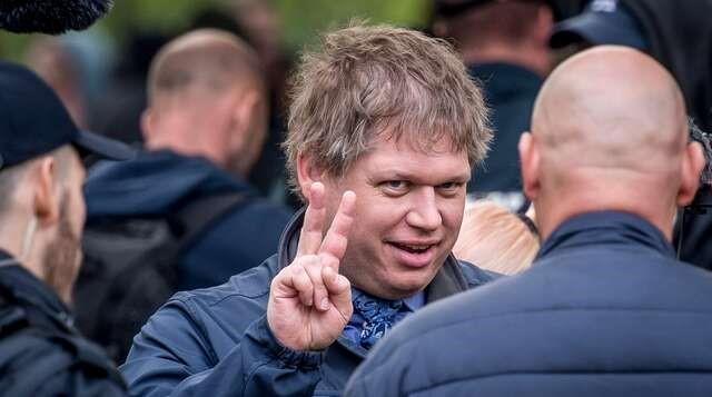 AŞIRI SAĞCI DANİMARKALI POLİTİKACI RASMUS PALUDAN STOCKHOLM'UN 5 DEĞİŞİK YERİNDE KURAN'I YAKMAYI PLANLIYOR