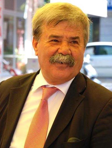 Dikili Belediye Başkanı Osman Özgüven Yurda Dönüyor