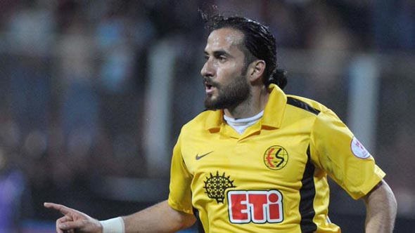 Erkan Zengin Eskişehirspor'la 4 yıllık sözleşme imzaladı