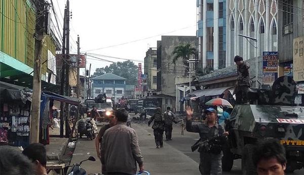 FİLİPİNLER'DE KİLİSEYE BOMBALI SALDIRI