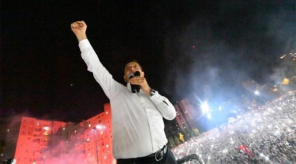İSTANBUL'DA DEMOKRASİ KAZANDI