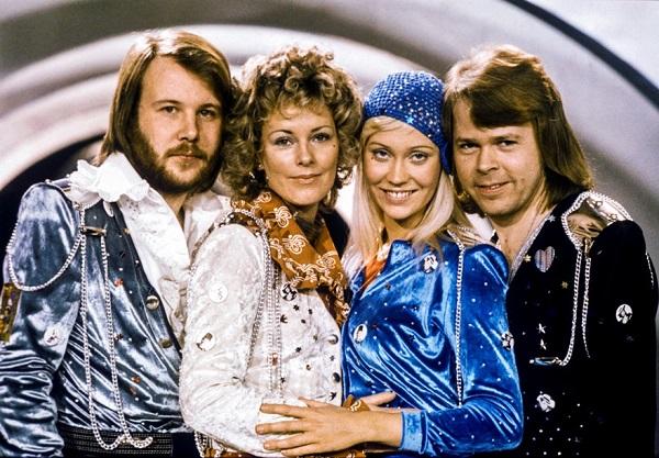 İSVEÇLİ SEVİLEN POP GRUBU ABBA 40 YIL SONRA GERİ DÖNDÜ