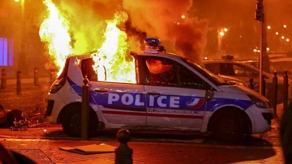 FRANSA'DAKİ PROTESTO EYLEMİ GENİŞLİYOR