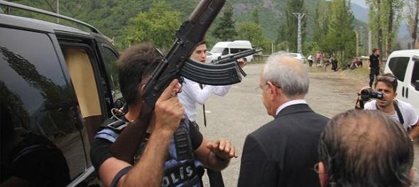 Kılıçdaroğlu'nun konvoyuna pusu: Ateş açıldı: 1 şehit, 2 yaralı