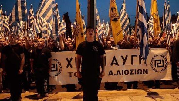 Yunanlı ırkçılar tanınmış şarkıcıyı öldürdüler