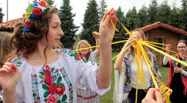 RUSYA'DA KİLİSE ÇIKIŞINDA ATEŞ AÇILDI VE ÇOK SAYIDA ÖLÜ VAR…