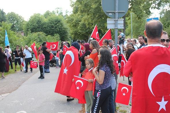 İSVEÇ'TE FETÖ VE DARBEYE LANET PROTESTOSU