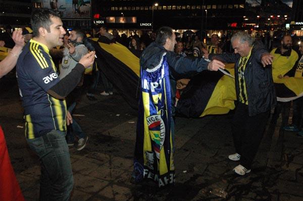 İsveç Fenerbahçeliler Derneği'nden Şampiyonluk kutlaması