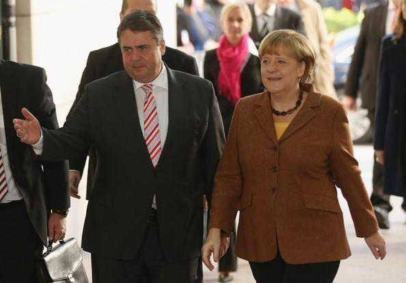 Angela Merkel Sosyaldemokratlarla anlaşmaya vardı