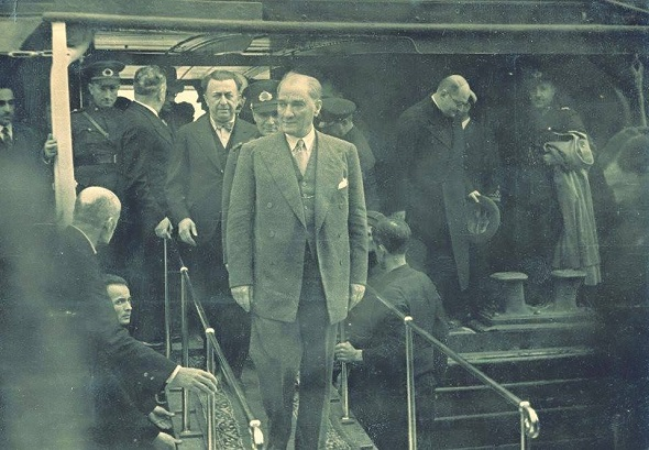 TRT Ekranlarında Atatürk'e Hakaret