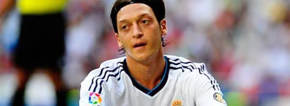 Mesut Özil Arsenal'la 5 yıllık sözleşme imzaladı