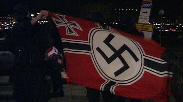 Kronoberg'de 'Gamalı Haç' bayrak direğine çekildi