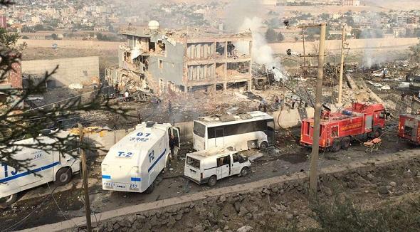 CİZRE'DE HAİN PKK SALDIRISI:11 ÖLÜ 78 YARALI VAR