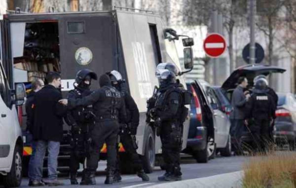 Paris'te rehine krizi bitmiyor