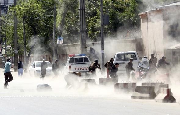 IŞİD YİNE CANLI BOMBA İLE VURDU