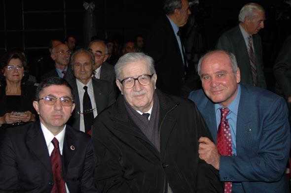 Değerli yazar Turgut Özakman'ı yitirdik