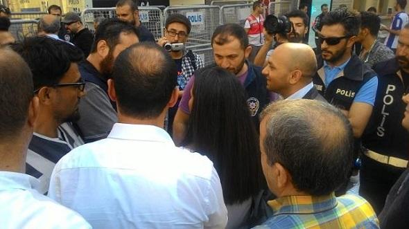 CUMARTESİ ANNELERİ'NE POLİS ENGELİ