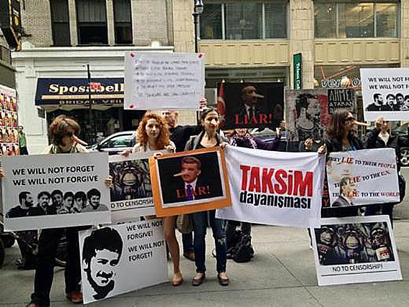 Abdullah Gül'e ilginç protesto