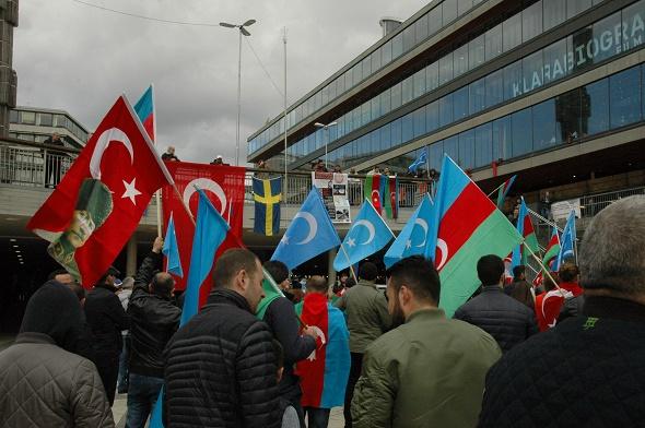 AZERBAYCANLILAR ERMENİSTAN'I PROTESTO ETTİ