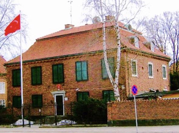 STOCKHOLM TÜRKİYE BÜYÜKELÇİLİĞİ'NE BOYALI SALDIRI DÜZENLEMEK İSTEYEN İKİ KİŞİ YAKALANDI