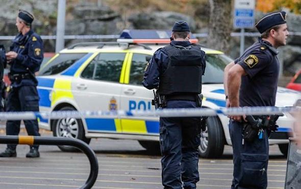 Polis bir kadını bacağından vurdu