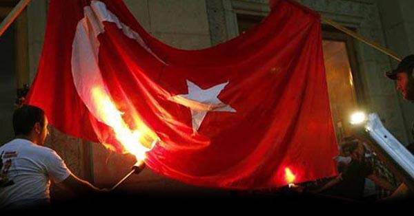 Erivan'da yine Türk bayrağı yakıldı