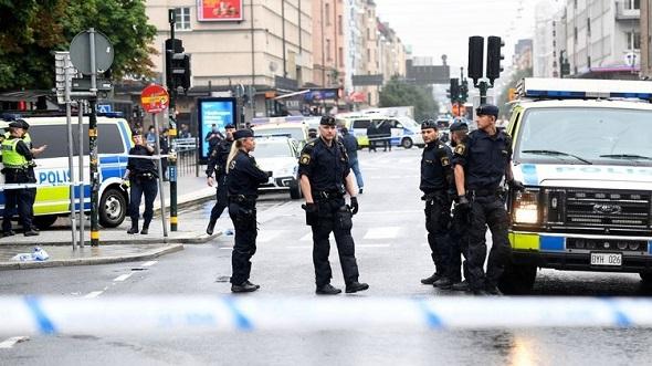 STOCKHOLM'DA BIÇAKLI SALDIRI: BİR POLİS YARALI!