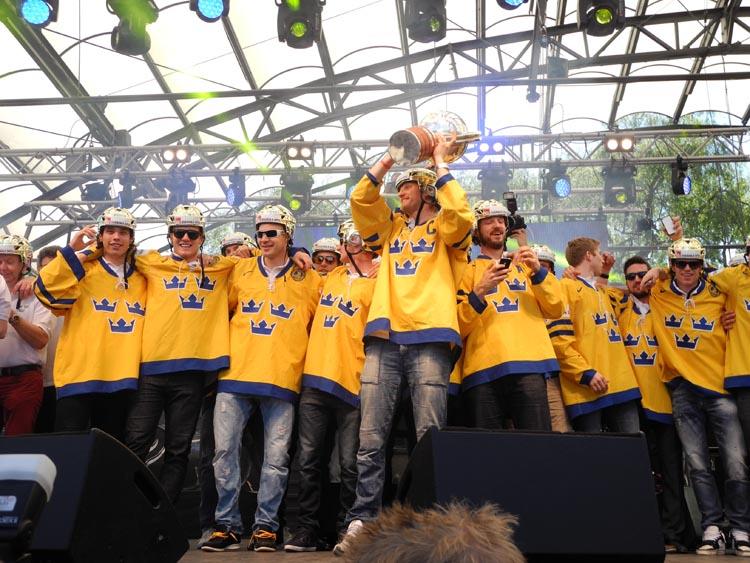 Buz Hokeyi  Dünya Şampiyonu İsveç'i 15 bin kişi kutladı