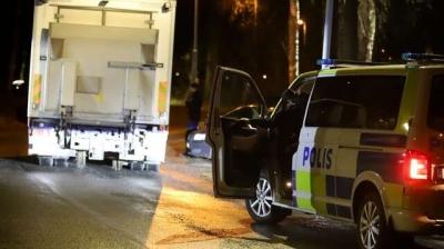 BÅLSTA'DA BİR KAMYONET YAKININDA BOMBALI PAKET KUŞKUSU