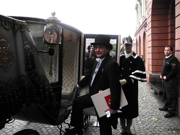 Türkiye Stockholm Büyükelçisi Kaya Türkmen, Krala Güven Mektubu'nu sundu
