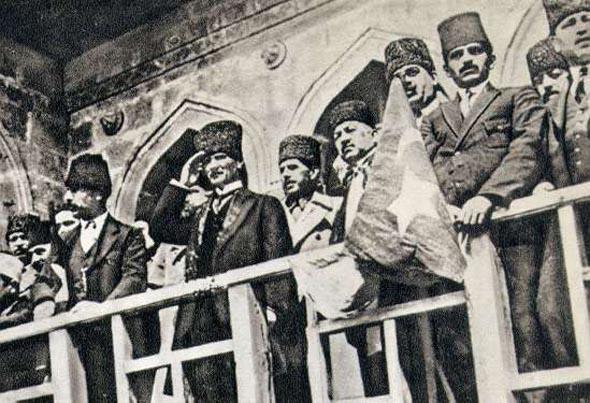 İzmir'in kurtuluşu görkemli kutlandı