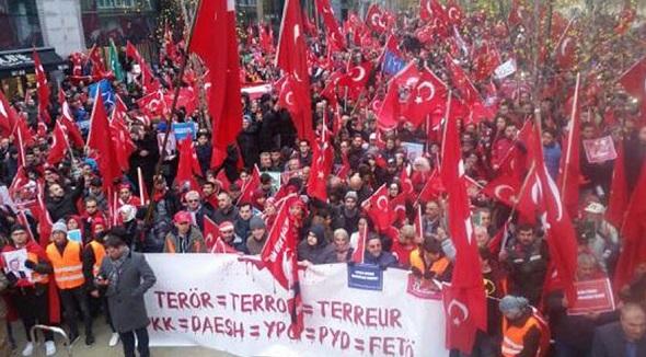 """AVRUPALI TÜRKLER, """"TERÖRE HAYIR, DEMOKRASİYE EVET"""""""