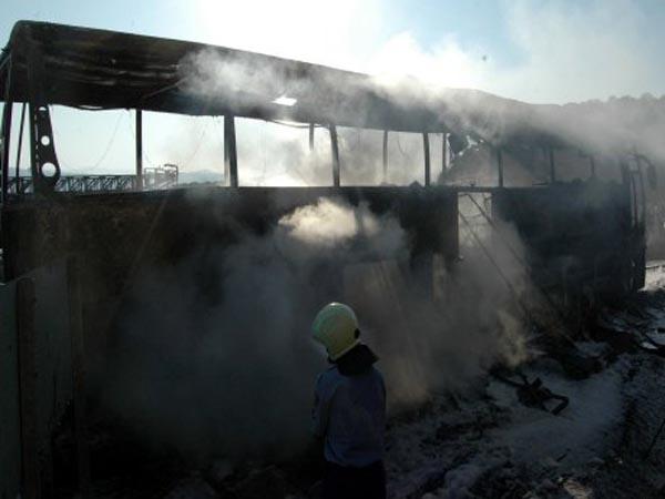 Pakistan'da minibüs yangını