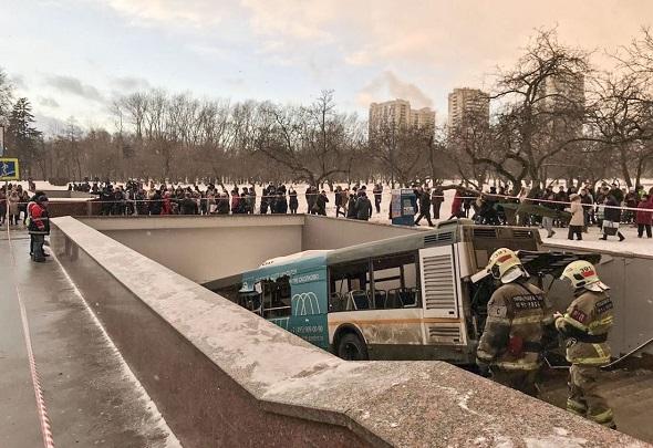 MOSKOVA'DA OTOBÜS METRO'YA GİRDİ