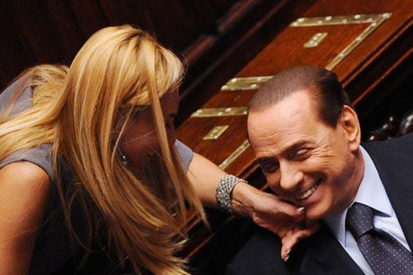 İtalya eski Başbakanı Berlusconi Parlamentodan ihraç edildi