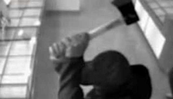 Alvik Temel Eğitim Okulu'nda baltalı, coplu saldırı