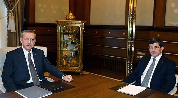 Kaçak Saray'da kritik görüşme bitti Davutoğlu istifasını sundu