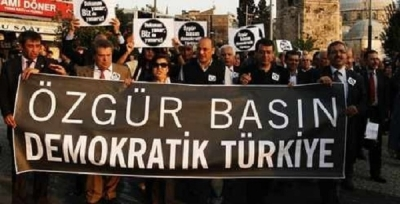 TÜRKİYE'DE GAZETECİLER EYLEME BAŞLIYOR